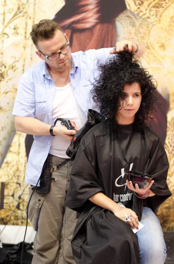 palle freese cabelo preto comprido encaracolado cacheado mudança de cor descolorar