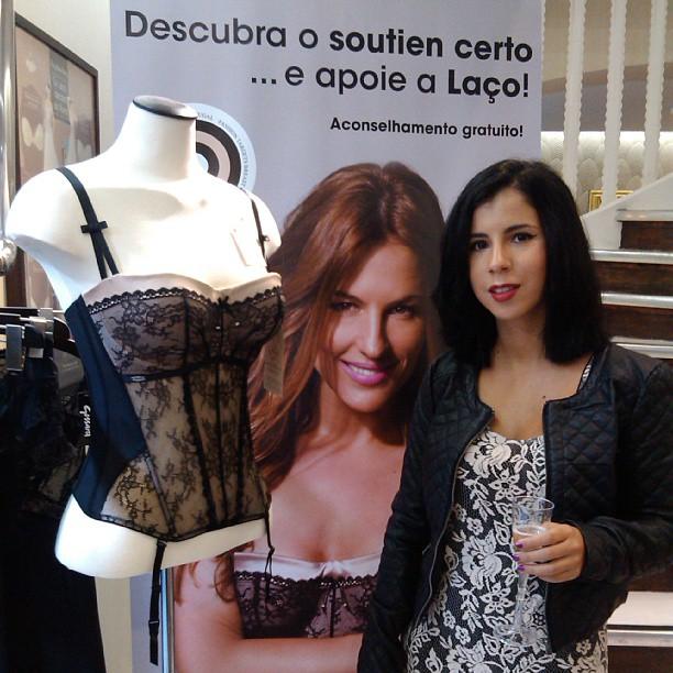 dama de copas lingerie bra fitting sutiã laço cancro da mama