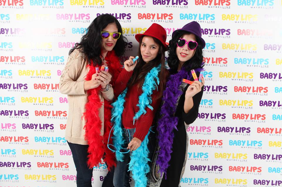 baby lips maybelline review resenha swatch maquilhagem makeup electric vanilla let's talk about beauty blogs beleza