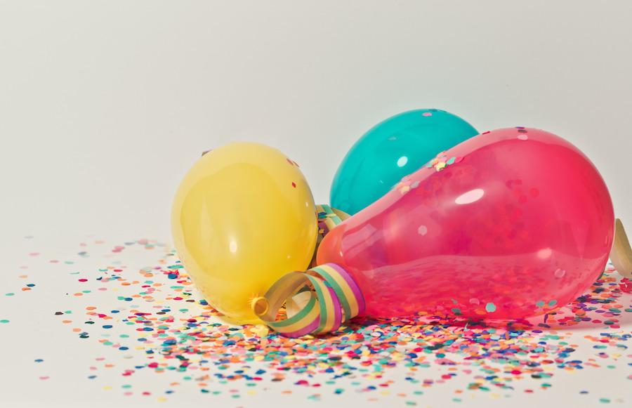 baloes festa aniversário confetis
