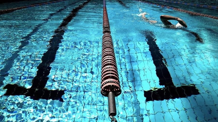 natação benefícios saúde